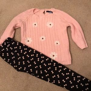 Black leggings with pink bows.